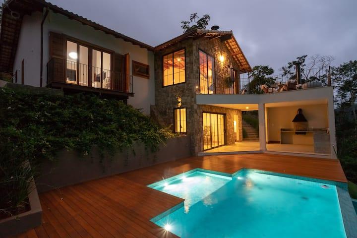 Encantadora Casa da Serra com Vista Deslumbrante.