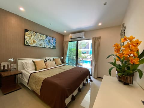 Pool access studio room  service by Nack