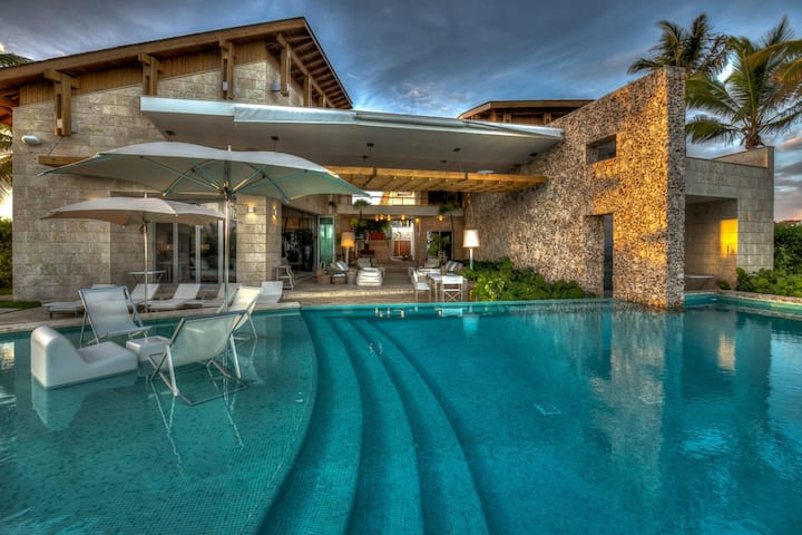 Spectacular Six Bedroom Villa with Pool and Gym
