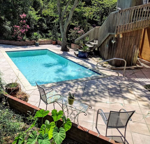 Couples Hideaway.  Private Yard & Beautiful Pool