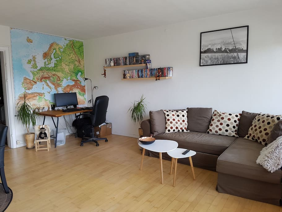 Living room with sofabed and desk