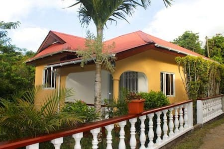 Tropical garden selfcatering house - La Misere
