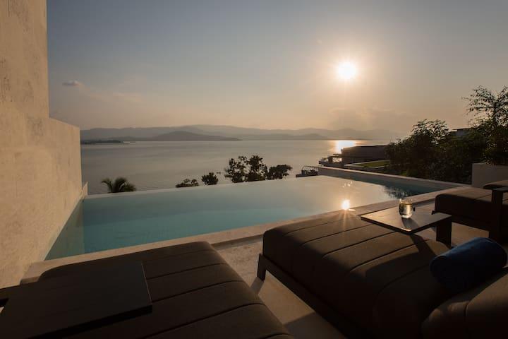 Luxury Sunset 3BR Villa w/ BEACH access