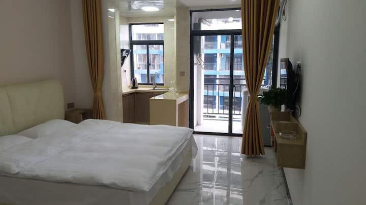 红树林驿站:50平米的一室一厅舒适型大床房,浪漫温馨可做饭,距离防城港北站和港口汽车站15到20分钟