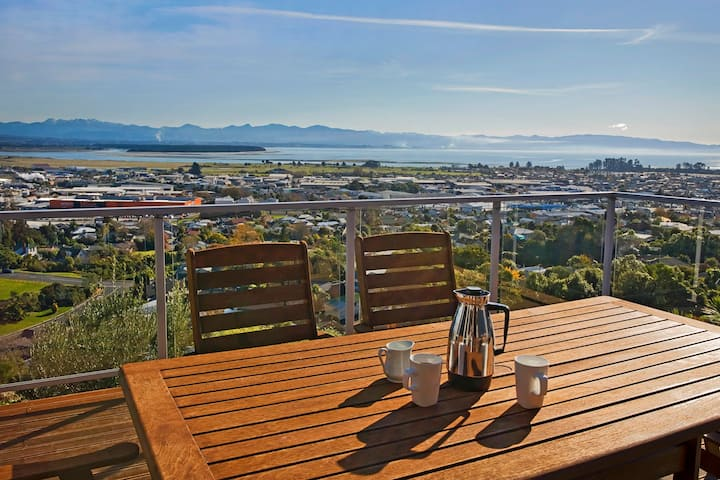 Pinnacle Place - Sweeping Tasman Bay Views!