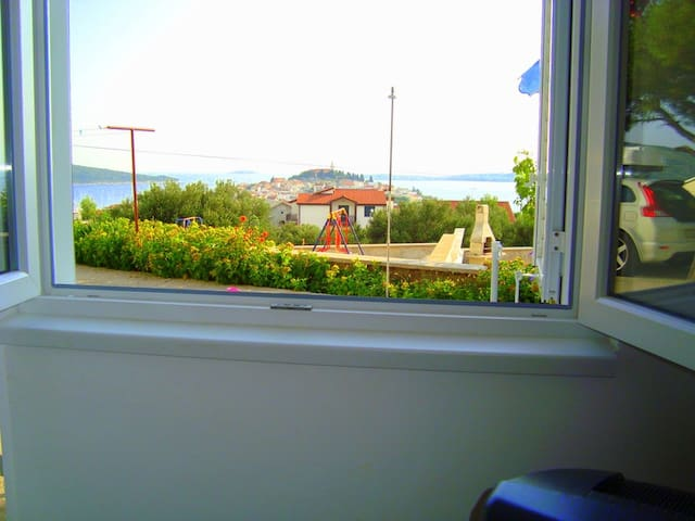 A2, Apartment mit Meerblick, 350 m vom Meer