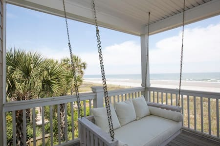 Gypsy Tide - Event Friendly Ocean Front Paradise - 6 Bedroom Sleeps 15 with Elevator - Folly Beach
