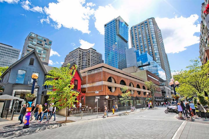 2-Bed Whole hotel condo close UniversityOf Toronto