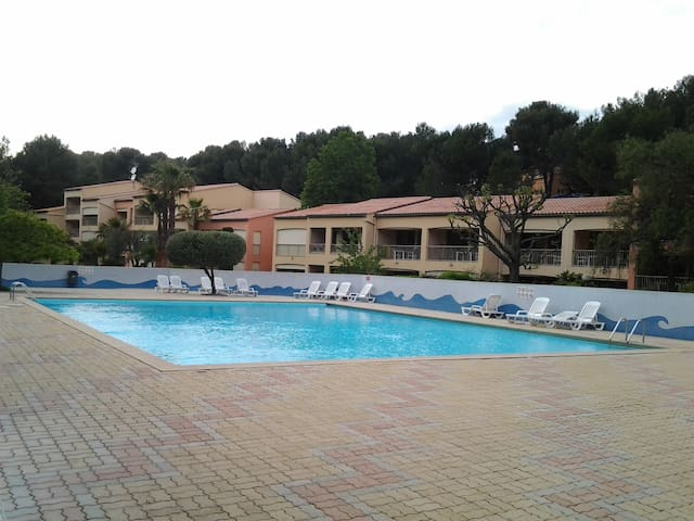 STUDIO CABINE  avec terrasse - Sanary-sur-Mer - Apto. en complejo residencial