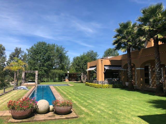 Amplia y Hemosa Casa a 10 min de Valle de Bravo