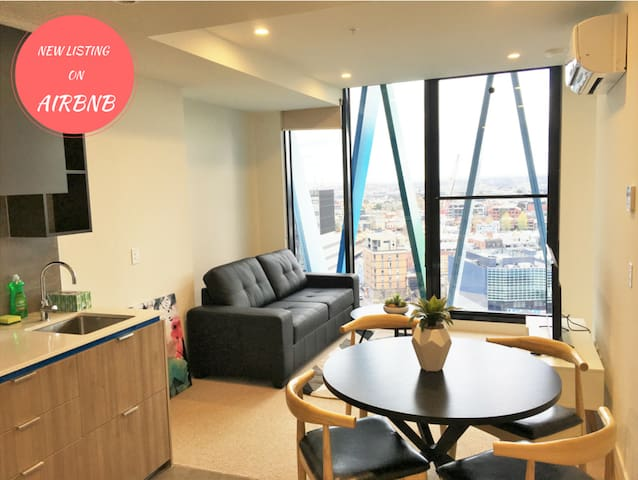 Luxury Living With a View - Carlton - Apartament
