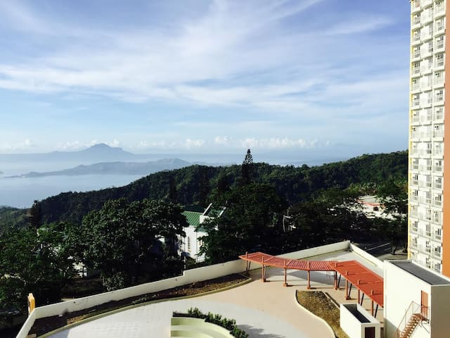 Condotel Type w/ Taal Lake View,Wifi,cable n pool - Tagaytay - Apartament
