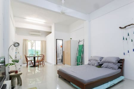 Jungalow Styled Studio near Sentosa and Vivocity - Singapore - Guesthouse