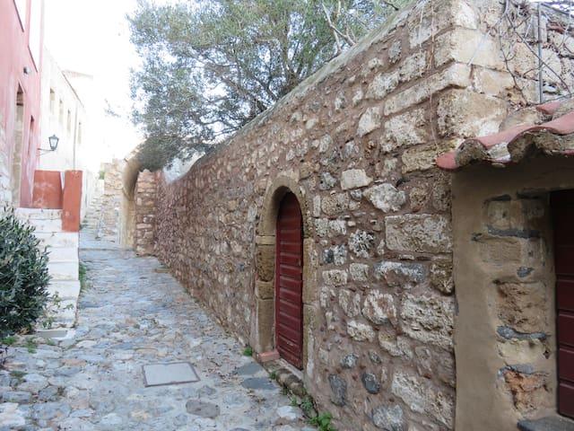 Main Entrance from the ''Kalderimi'' (main street)