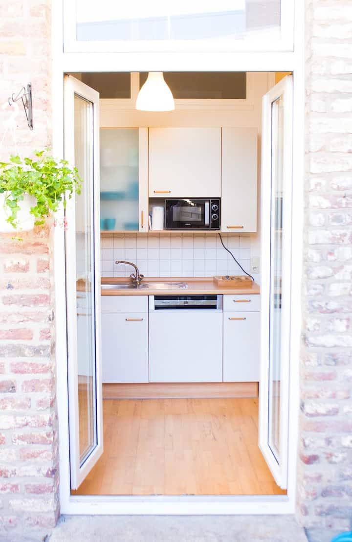 Stilvoll möblierte Wohnung mit Terrasse