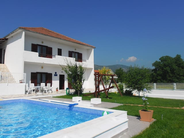 "AMASING HOUSE ""BRANKA"" WITH POOL - Turjaci"
