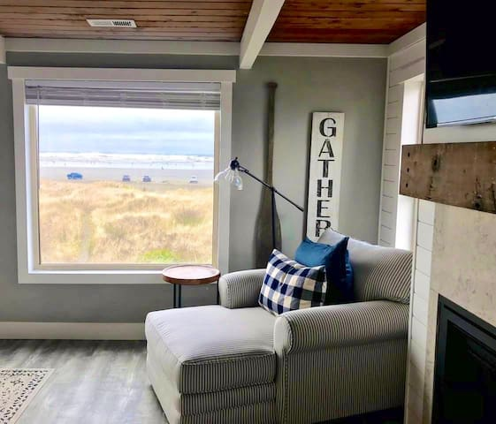 Moclips Beach House - ocean front & newly updated