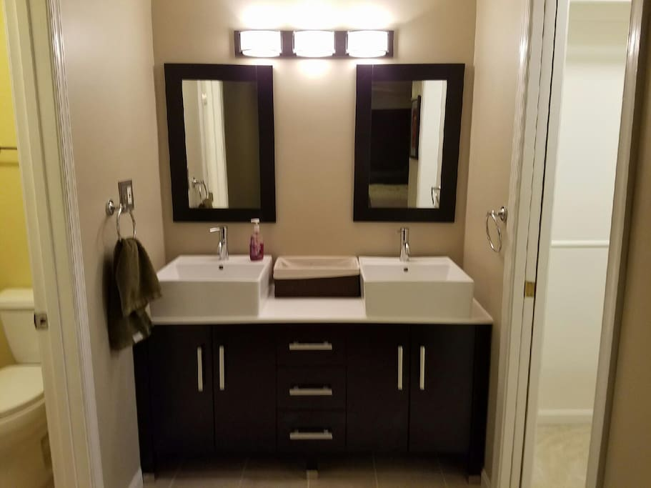 Vanity (bathroom in room to left)