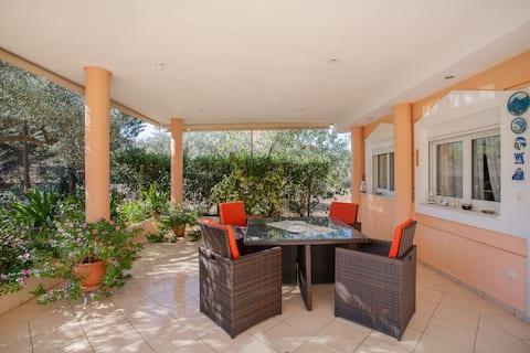Appartamento a Kalivia vicino all'aeroporto di Atene e alle spiagge