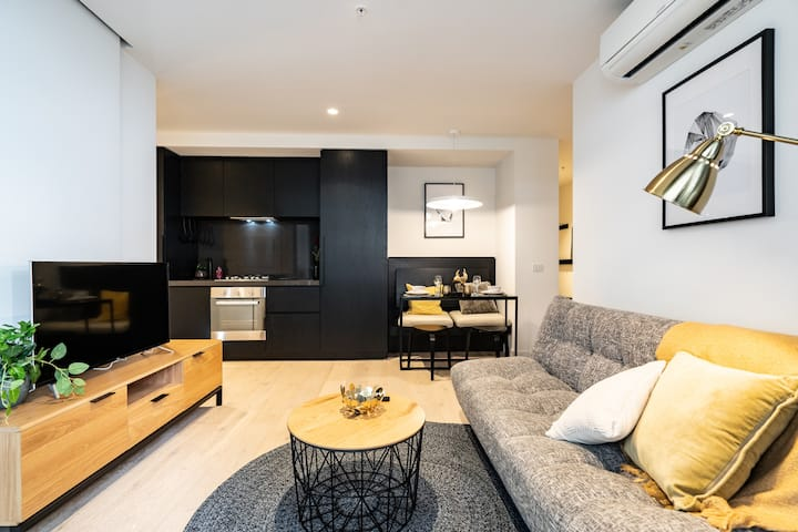 Morden Design Empire 1Br Apt @Central Mel CBD