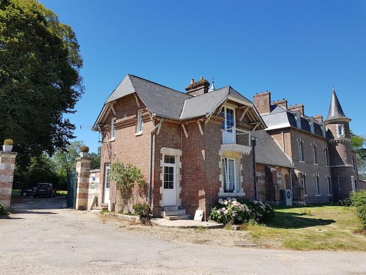 la maison du gardien du Chateau de Valliquerville