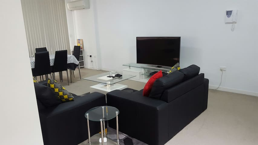 Cheap Accomodation in Parramatta for Living room - Harris Park - Appartement