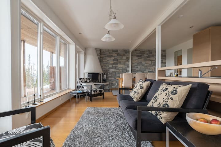 Cozy Retreat with Sauna, Free Parking and Views