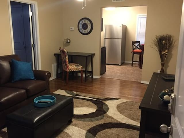 Redbud Place, Condo #2 ($59 per night 30 nights+)