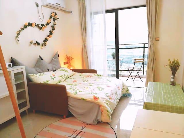 长隆旁、南站边【囍居民宿】大投影花园式小资公寓,阳台可见小蛮腰