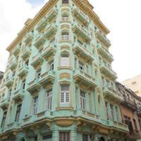 Apto independiente Centro Habana. - La Habana