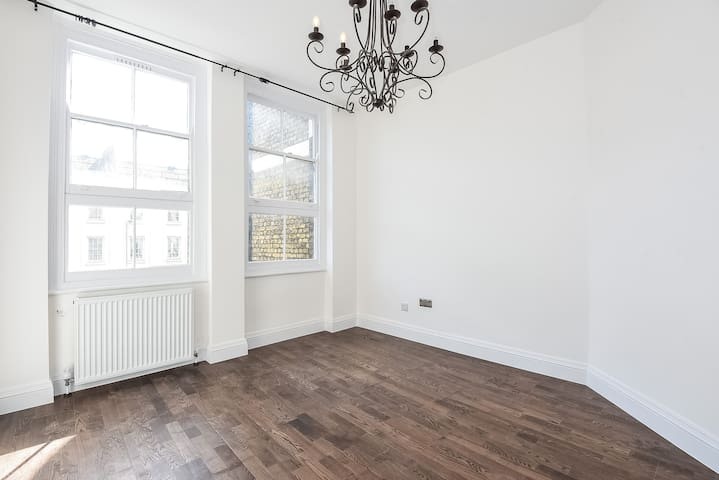 Newly renovated, cosy 1 bed flat in central London