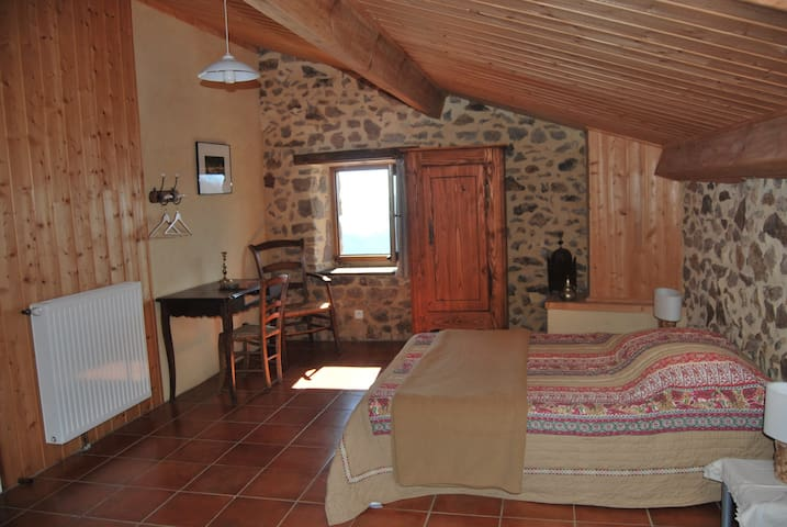 Les Champs d'Aubignas - Bidousse - Chirols - Bed & Breakfast