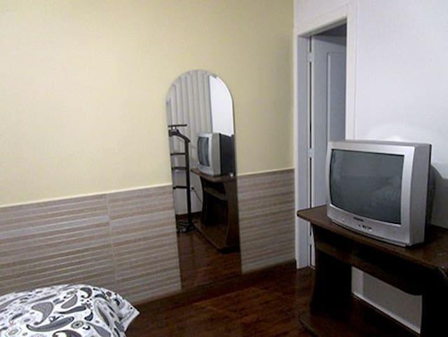 Habitación confortable, en el norte de Quito
