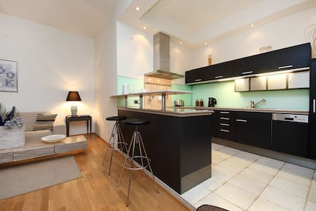 SUPER CENTRE 2 Bed Large Apartment - Prag - Wohnung