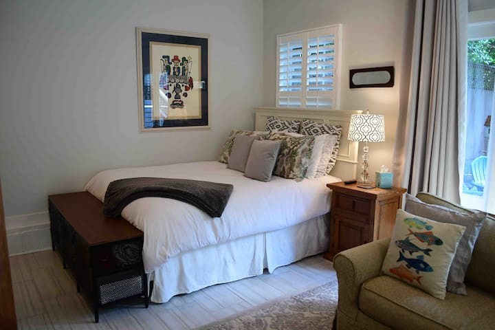 Queen sized bed with quality linens.