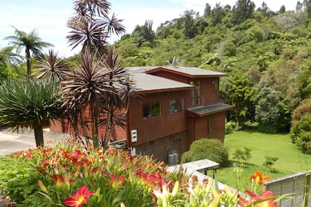 Bush and Birds Aplenty (Double room) - Whakatane