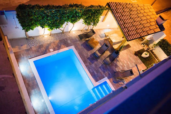 HolidayHomeSpalato-apartment with pool!