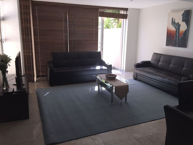 Stunning modern 1 bedroom unit