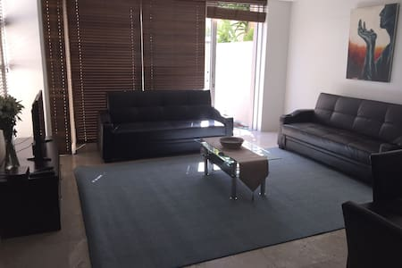 Stunning modern 1 bedroom unit - เคปทาวน์