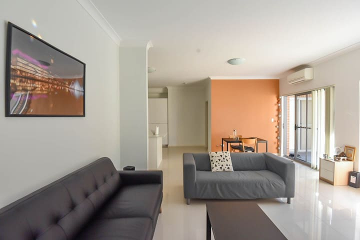 Conveniently located apt near Airport & CBD