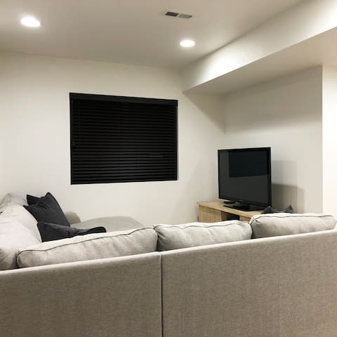 Large Private Basement Suite, Awesome Location