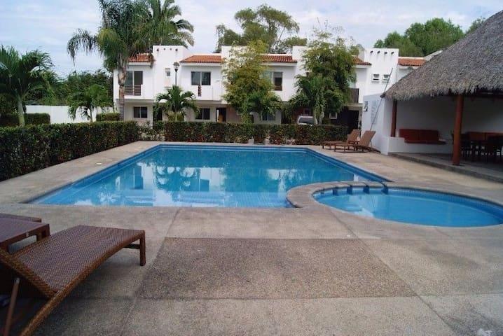 Bonita casa para vacaciones familiares y amigos - Nuevo Vallarta - Hus