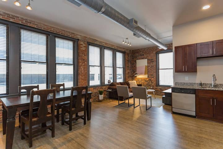 Luxury Spacious Loft > Heart of Downtown! > 306