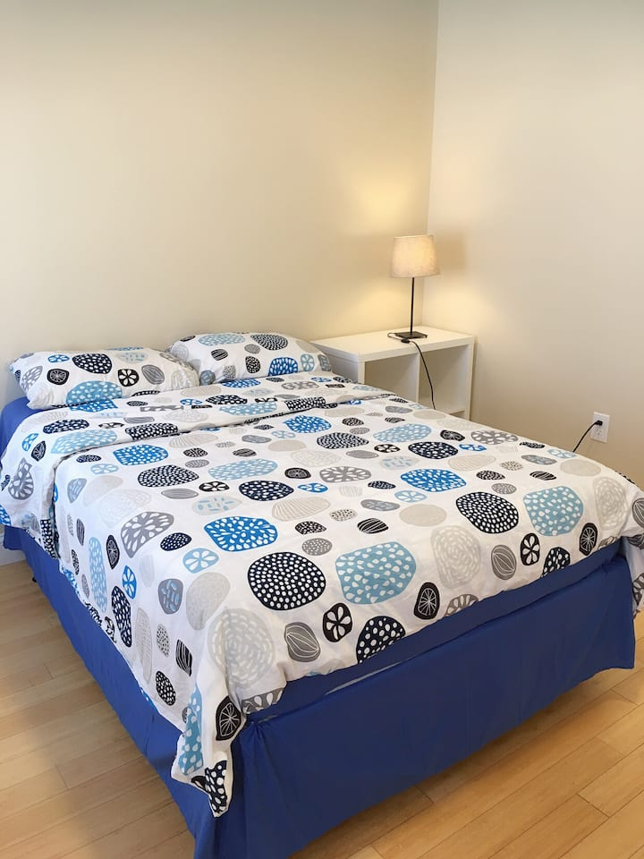 Great Location-Spotless-Private Room-红线旁舒适房间202