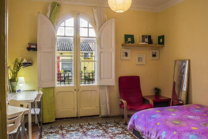 Centric sunny doubleroom & balcony - Barcelona - Daire