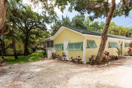 Sunspot Cottage 2BR/2B Getaway w/ private beach