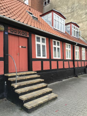 Cozy apartment downtown + close to the beach - Fredericia - Apartamento
