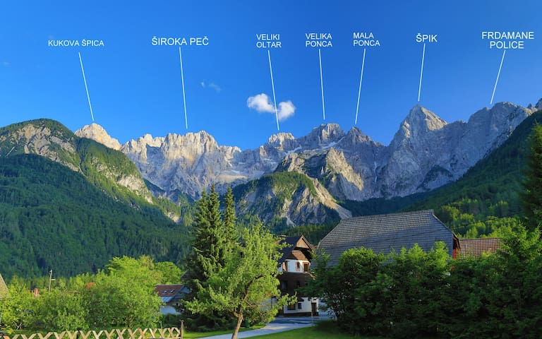 Comfort 1 bedroom apartment with balcony and amazing view on Julian Alps -Apartments VILLA FLORA