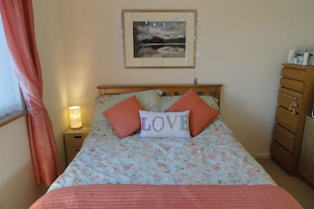 Double room in comfy and cosy house in Cwmbran - Cwmbran - House