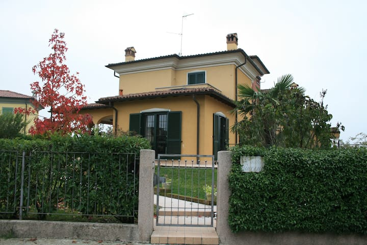 Indipendent apartment on northern Italy hills - Montebello - Apartamento